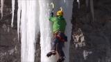 Stas Beskin zeigt eine neue Technik zum Klettern auf feinem Eis